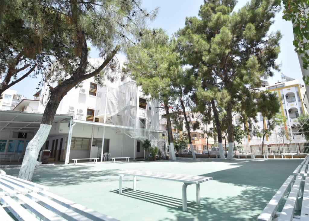 Altınyaka Koleji Bahçe