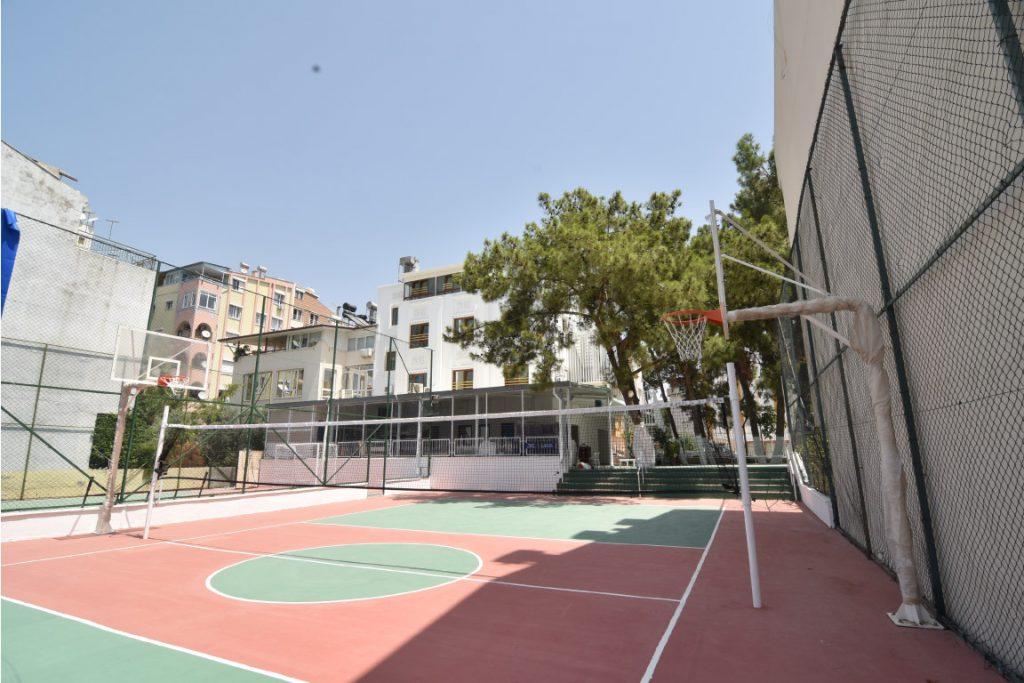 Altınyaka Koleji Spor alanı