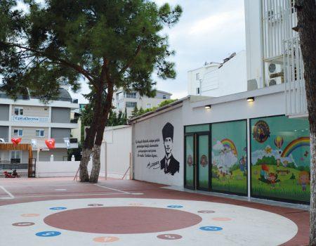 İlkokul Bahçesi